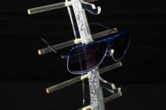 pleksi-yelken-gözlük-standi-vitrin-standi-gri